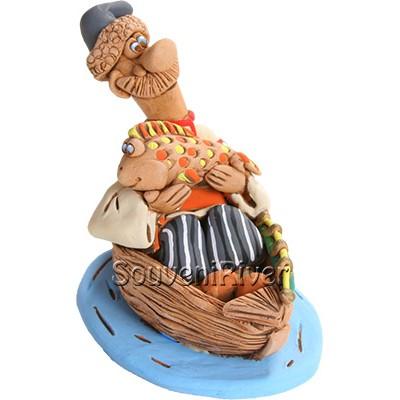 """Статуетка """"Рибалка на дерев'яному човні"""""""