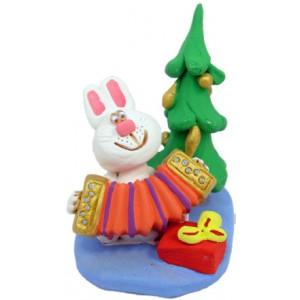 """Статуетка """"Кролик під новорічною ялинкою"""""""