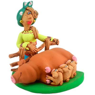 """Статуетка """"Козачка зі свиноматкою"""""""